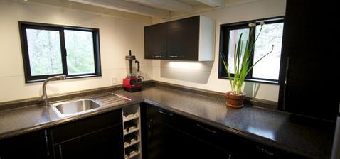 kuchyně neslaná, nemastná, ale prima velikost u tak malého domu