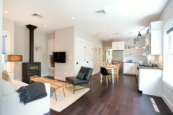Mini domy - takovej prostor bohatě stačí...dveře budou asi spižírnička, komora, koupelnička, vzadu druhá ložnice...to by i stačilo :)