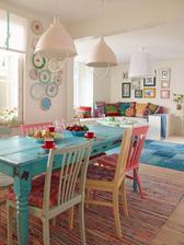 V našem interiéru nebude bílá, základ bude dřevo v různých odstínech, ale jinak hodně barviček, něco jako tady :-) Máme podobně velký stůl a také podobnou pohovku :-)