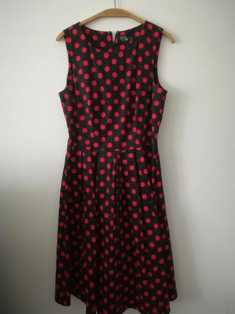 Krásné retro šaty - Obrázek č. 1
