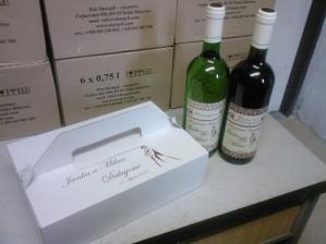 naše vínka a krabička na koláče :-) mňam