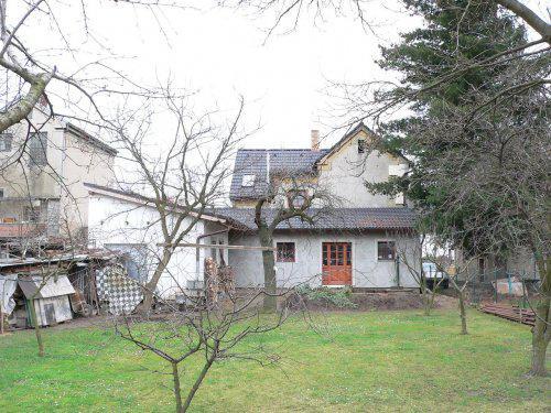 Dům ze zadu a zahrada