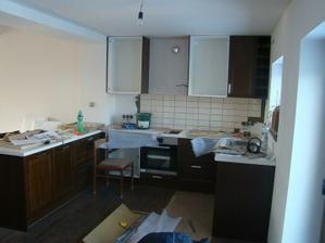 Montáž a obkládání kuchyně.