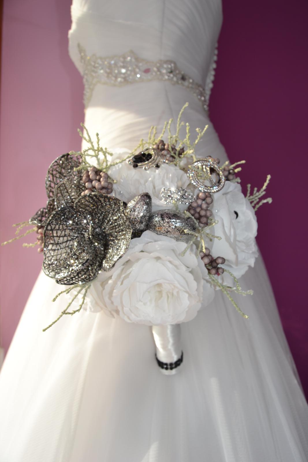 Látkové umělé svatební kytice-info - Obrázek č. 3