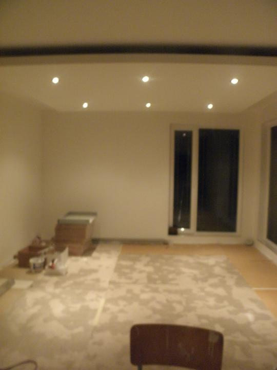 Pomaly dokončujeme... - náš krásny sadrokartónový strop v obyvke