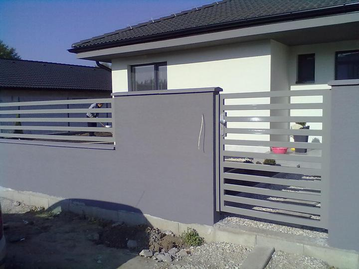 Náš dokončený plot