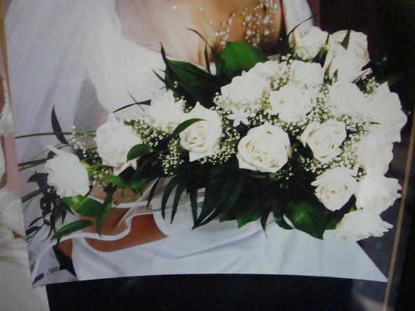 Janette a Lubomir - svadobna kytica z avelanc 19 ruzi