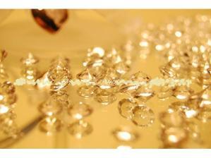 diamantky budou kolem dortu a na stolech