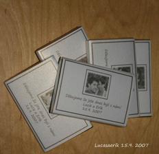 děkovné čokoládky....samovýroba....papír je krásně zlato-stříbrný stejný jako bude na meníčka...