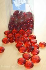 červené kamínky..na dekoraci