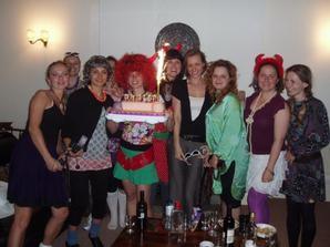 A takto ma moje hens prekvapili - 80' roky kostymy a torta v tvare...