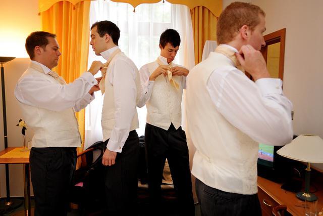 Mirka{{_AND_}}Mark - Taaaakto sa to robi, alebo takto??? Kto tu vie viazat francuzku kravatu prosim vas!