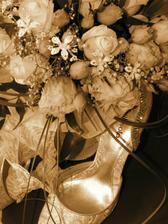 svadobna kytica, topanky...