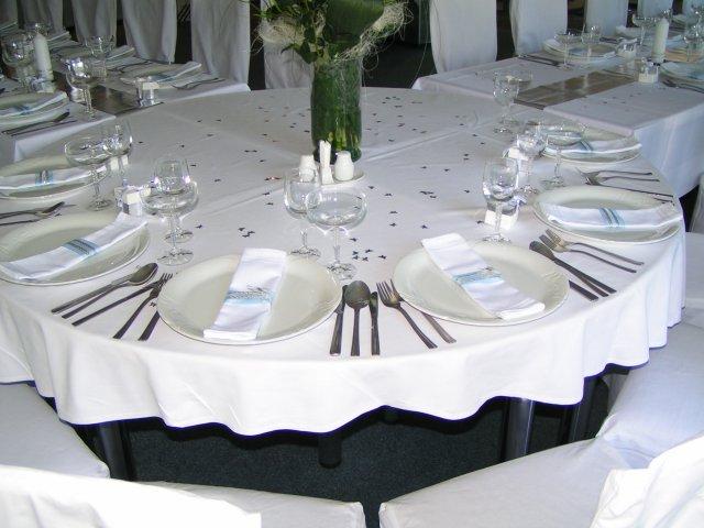 Nase inspiracie2 - nejak takto rozlozenie stolov, akurat hlavny stol len pre nas dvoch