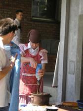 Marečka zbíječka se svým kuchynským nářadím :-)
