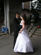 První novomanželský valčíček před obřadní síní