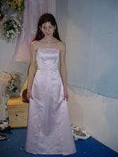 přítelova dcera a její slavnostní šaty