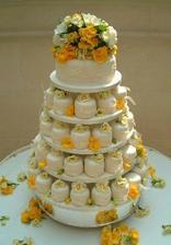 Ráda bych měla svatební dort  z malých dortíků :-)