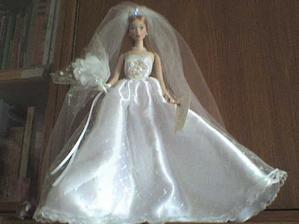 Taky panenka, ale větší. No, nebyla vůbec drahá, tak mi ji nadělil Ježíšek.