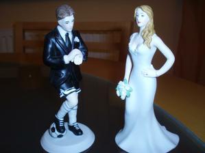 naše figurky na dort, ve skutečnosti jsou hezčí:)