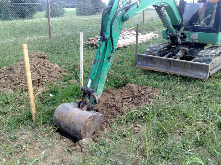 Prvy vykop zakladov presne o 14:00 hod dna 16.08.2010