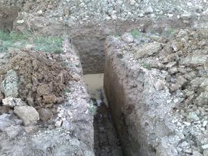 Po vcerajsej burke, ktora sa prehnala presovom, ostalo trochu vody v zakladoch:-)