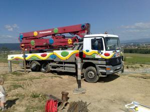 A uz prisla velka pumpa na beton:-)