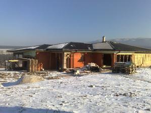 Tak a strecha takmer hotova, uz len hrebenace.