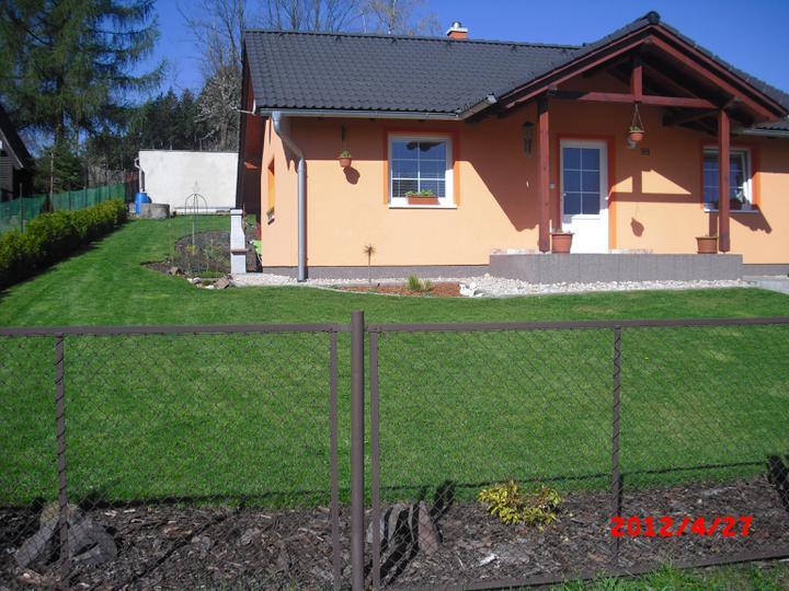 Zahrada a okolí - po prvním sečení:-)