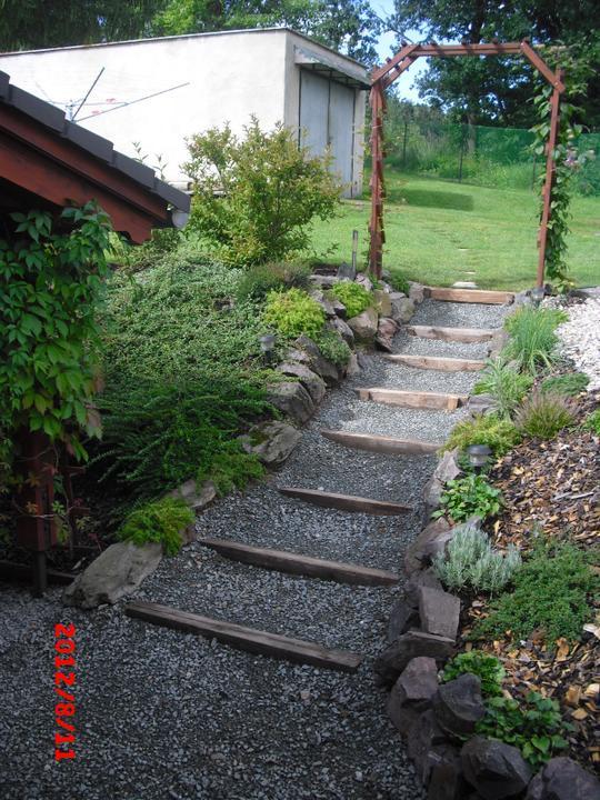 Zahrada a okolí - schody do zahrady:-)