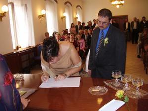 Podpisy svědků - naši životní přátelé Kačka a Martin