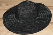Elegantny klobuk, M