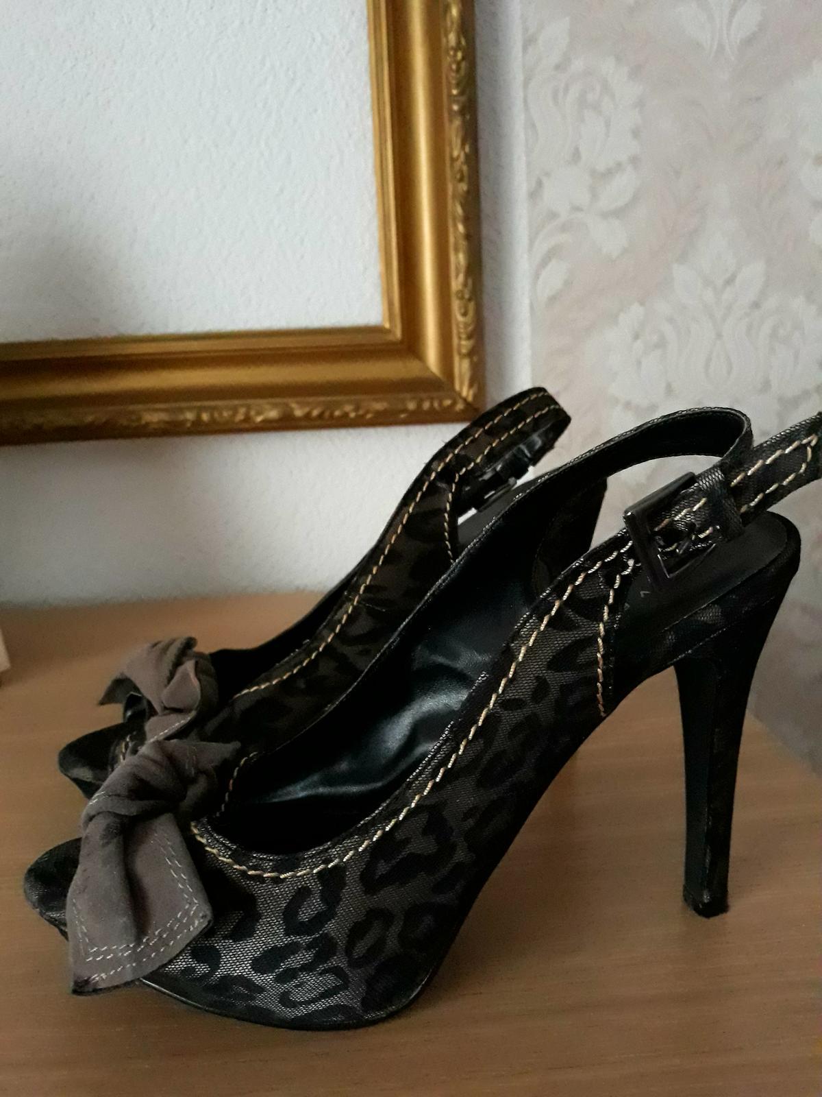 Elegantné a extravagantne sandále - Obrázok č. 1