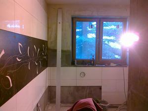 POhled ze sprchového koutu , rýsuje se místo pro vanu, nevím zda dát hnědou až k oknu