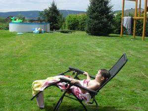 relax , pohled na skorohotový bazén a skorohotový dětský domek