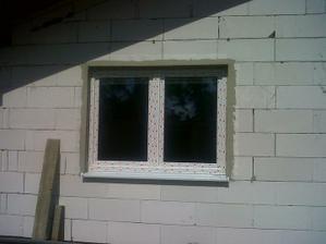 Hneď sme urobili aj špalety okolo okien, neskôr už nebude čas.
