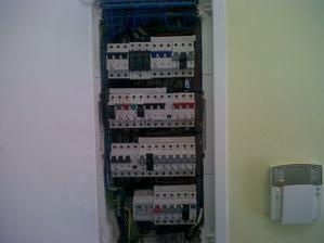 Kompletáž elektriky hotová.