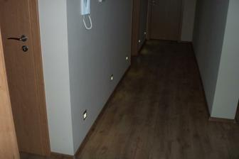 Interiér podlahy, dlažby a interiérové dvere