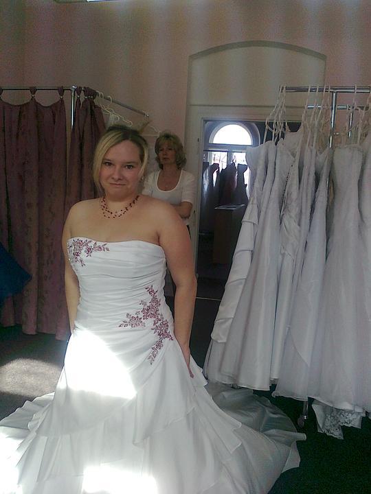 Svatební přípravy , 3.9. 2011 - zámek Hořovice - moje šatičky
