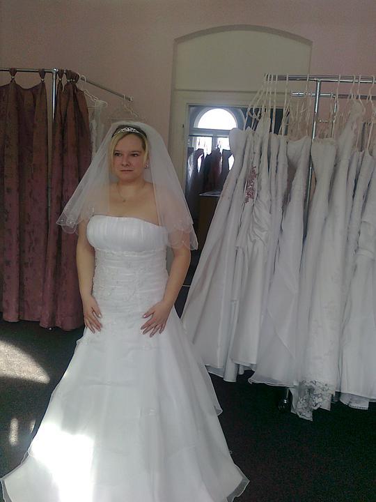 Svatební přípravy , 3.9. 2011 - zámek Hořovice - šaty číslo 2