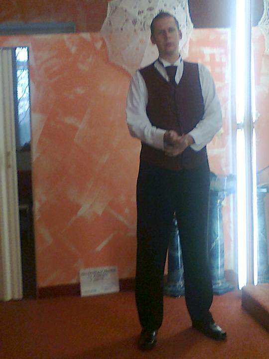 Svatební přípravy , 3.9. 2011 - zámek Hořovice - mimochodem moc mu to sluší :)