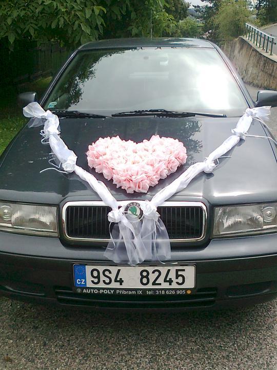 Svatební přípravy , 3.9. 2011 - zámek Hořovice - zkouška výzdoby auta