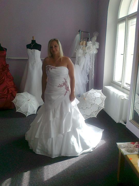 Svatební přípravy , 3.9. 2011 - zámek Hořovice - Druhá zkouška šatů :)