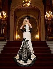 tak toto by som si obliekla na svadbu aj ja.... je to niečo prekrásne, úžasné, neskutočne krásne.... do tých šiat som zamilovaná