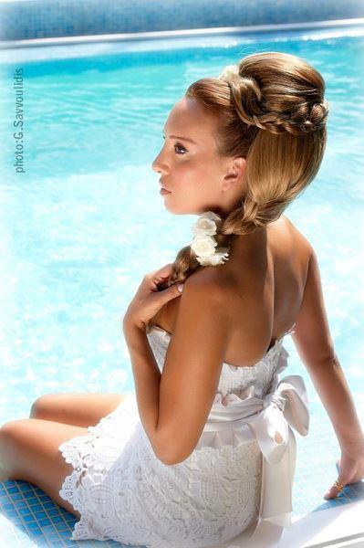 Vlasy - korunou krásy - toto je asi to čo by som chcela :) a aj tie šaty sú krásne :D