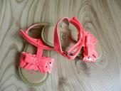 Křiklavě růžové sandálky FaF, 21