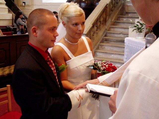 Patrícia{{_AND_}}Maroš - pri sobáši v kostole
