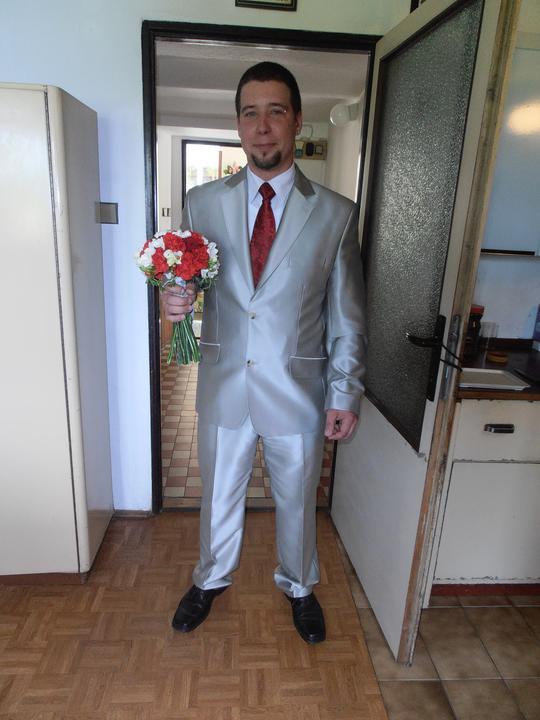 Amaterské fotky z naší svatby :-) - ženich u babičky