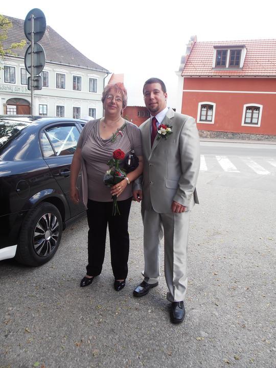 Amaterské fotky z naší svatby :-) - můj ženich s mojí tchýní