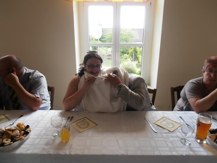 Amaterské fotky z naší svatby :-) - netuším co tam hledal :-D